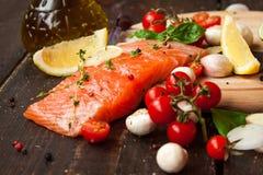 свежие salmon овощи Стоковое Изображение RF