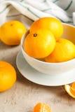 Свежие tangerines на таблице Стоковые Фотографии RF