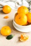 Свежие tangerines на таблице Стоковые Фото