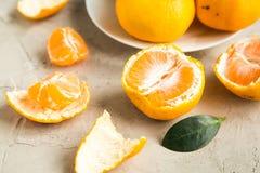 Свежие tangerines на таблице Стоковое Изображение