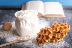 Свежие waffles и ингридиенты Стоковые Изображения