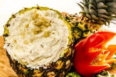 Свежий ананас и провозглашанное тост погружение кокоса Стоковое Изображение RF