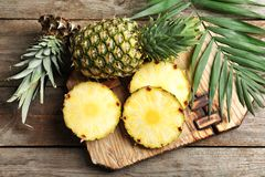 Свежий ананас на борту Стоковая Фотография