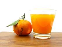 Свежий апельсиновый сок на деревянной предпосылке Стоковое Изображение RF