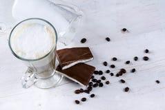 Свежий ароматичный latte с шоколадом Стоковое Изображение RF