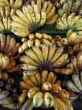 Свежий банан на стойле плодоовощ Стоковые Фото