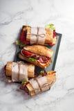 Свежий введенный в моду сандвич bahn-mi багета стоковые фотографии rf