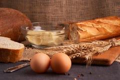 Свежий домодельный хлеб crisp Хлеб на активизирует Пресный хлеб диетический хлеб стоковые фотографии rf