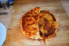Свежий дом сделал итальянскую пиццу стоковое изображение rf