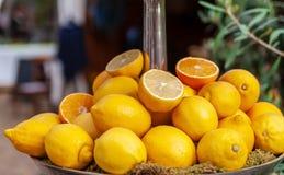 свежий желтый цвет лимонов стоковое изображение rf