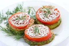 свежий зажаренный zucchini томатов Стоковые Изображения