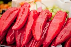 Свежий здоровый красный желтый цвет geen крупный план макроса перца паприки Стоковые Фото
