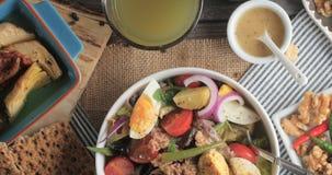 Свежий, здоровый, органический салат nicoise Стоковые Изображения