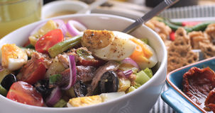 Свежий, здоровый, органический салат nicoise Стоковая Фотография