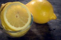 Свежий лимон изолированный на белой предпосылке Стоковые Изображения RF