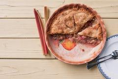 Свежий испеченный пирог ревеня - взгляд сверху Стоковое Изображение RF