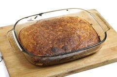 Свежий испеченный хлеб на деревянной доске стоковое фото rf