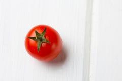 свежий красный томат Варя, здоровая или вегетарианская концепция еды стоковая фотография