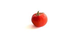 Свежий красный томат на белой предпосылке с путем клиппирования Стоковая Фотография RF