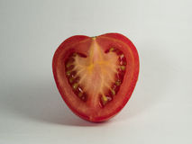 свежий красный томат Половина органического овоща на белизне Стоковое Фото