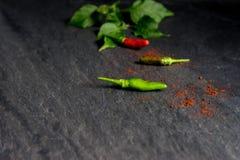 Свежий красный chili и зеленый chili на камне Стоковые Фотографии RF