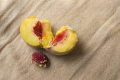 Свежий кусок персика Стоковое фото RF