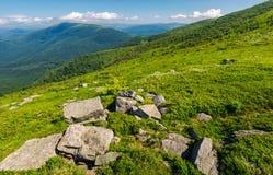 Свежий ландшафт лета в горах стоковые фотографии rf