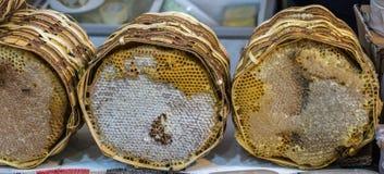 Свежий мед в загерметизированной рамке гребня Стоковые Фотографии RF