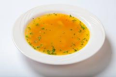 Свежий овощной суп сделанный зеленой фасоли, моркови, картошки, красного болгарского перца, томата в шаре Стоковые Изображения RF