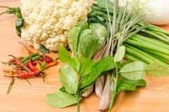 Свежий овощ на деревянной таблице Стоковое Фото