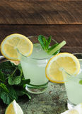 Свежий домодельный лимонад в стеклах Стоковая Фотография