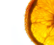 Свежий оранжевый кусок в воде с пузырями Стоковые Фотографии RF