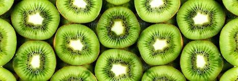 Свежий органический отрезанный плодоовощ кивиа Рамка еды с космосом экземпляра для вашего текста знамена Зеленый киви объезжает п Стоковые Изображения