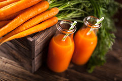 Свежий органический сок моркови Стоковые Изображения