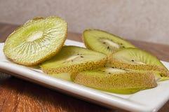 Свежий отрезанный авокадо, Стоковые Изображения