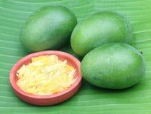 Свежий отрезанный манго Стоковая Фотография