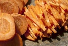 Свежий отрезок морковей в прокладки стоковое изображение