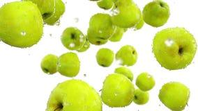 Свежий падать яблок оливка масла кухни еды принципиальной схемы шеф-повара свежая над салатом ресторана движение медленное Изолят бесплатная иллюстрация