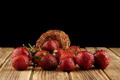 Свежий плодоовощ клубники на деревянном столе Стоковые Изображения