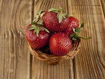 Свежий плодоовощ клубники на деревянном столе Стоковое фото RF