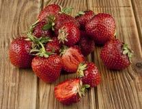 Свежий плодоовощ клубники на деревянном столе Стоковое Изображение RF