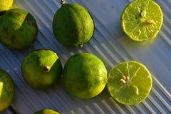 Свежий плодоовощ ключевой известки отрезанный в половине Стоковая Фотография