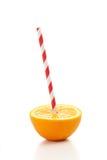 Свежий половинный апельсин с выпивая соломой Стоковое Изображение RF