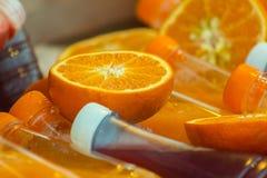 свежий половинный зрелый апельсин для сока Стоковые Фото