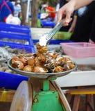 Свежий рынок продуктов моря Стоковые Фотографии RF