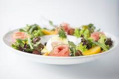 Свежий салат с jamon и зеленым салатом стоковое фото rf