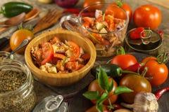 Свежий салат томата с тунцом и сыром еда диетпитания завтрак здоровый Стоковое Изображение