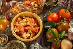 Свежий салат томата с тунцом и сыром еда диетпитания завтрак здоровый Стоковое фото RF