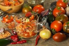 Свежий салат томата с тунцом и сыром еда диетпитания завтрак здоровый Стоковая Фотография RF