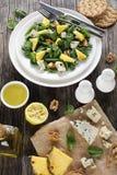 Свежий салат шпината, ананаса, горгонзоли Стоковые Изображения RF